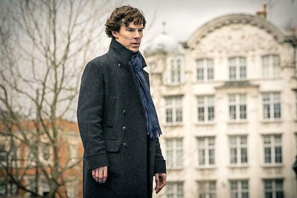 O ator Benedict Cumberbatch em cena de Sherlock (Foto: Reprodução)