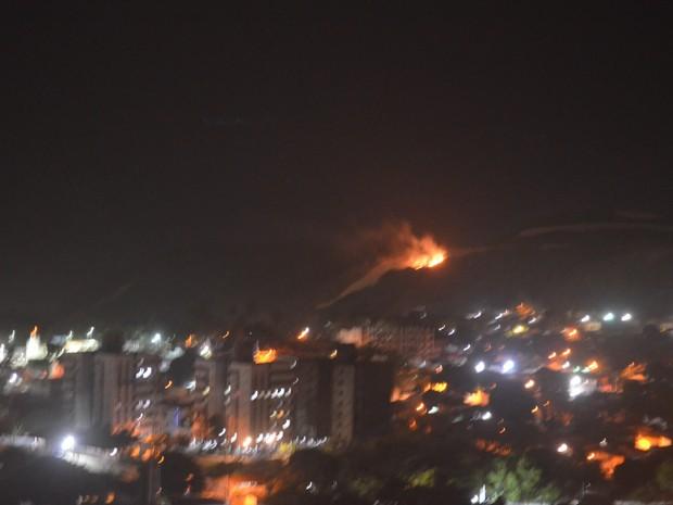 Mata do Morro do Careca, principal cartão postal de Natal, foi incendiada (Foto: Wild Nascimento)