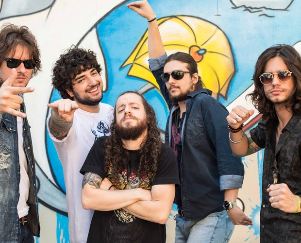 A Instinto está contando os minutos para sua apresentação (Foto: Camila Serejo / TV Globo)