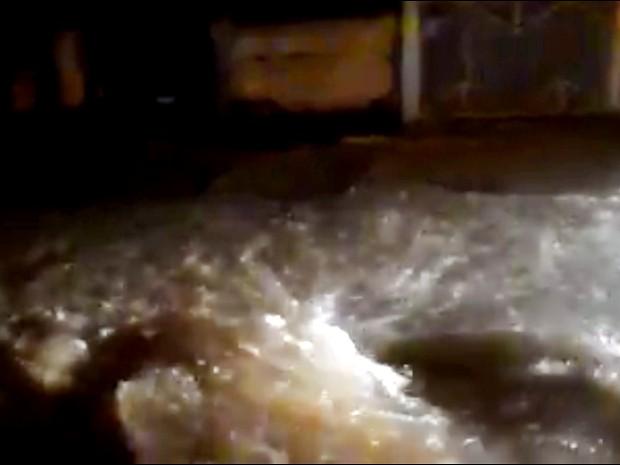 Temporal alaga ruas de Itu (Foto: Reprodução)