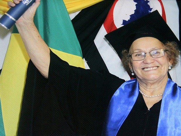Idosa retornou à sala de aula em Itanhaém, SP (Foto: Divulgação / Prefeitura de Itanhaém)