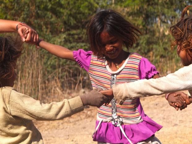 Crianças brincam de roda na Índia (Foto: Felipe Pereira/Arquivo pessoal)