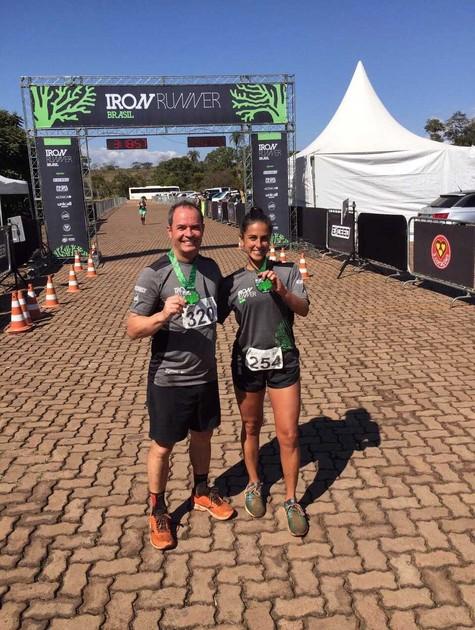 Clayton Conservani e Carol Barcellos correram juntos os 21km da meia maratona de Inhotim (Foto: Divulgação)