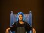 Tati Zaqui usa figurino com mais de seis mil cristais em gravação de clipe