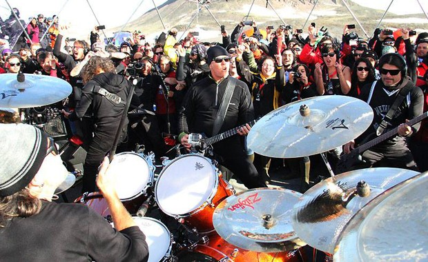 Metallica toca abaixo de zero em show inusitado na Antártida (Foto: Divulgação/Facebook/Metallica)