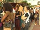 Candidatos fazem fila para inscrições em cursos do Senac; são 1.500 vagas