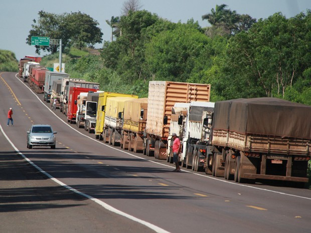 Trânsito de carros de passeio foi liberado nos dois sentidos da via. (Foto: Viviane Santos/ Portal Regional/Cedida)