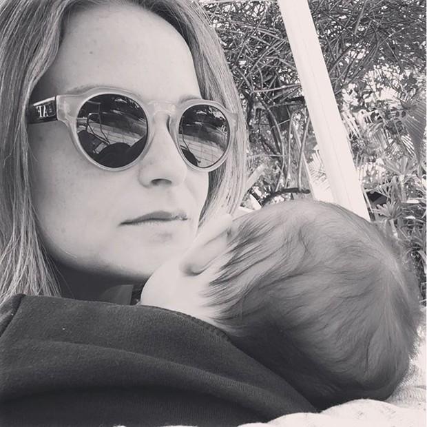 Fernanda Rodrigues com o filho (Foto: Reprodução/Instagram)