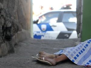Adolescente estudava matemática com a amiga no momento do crime (Foto: Fernando Madeira/ A Gazeta)