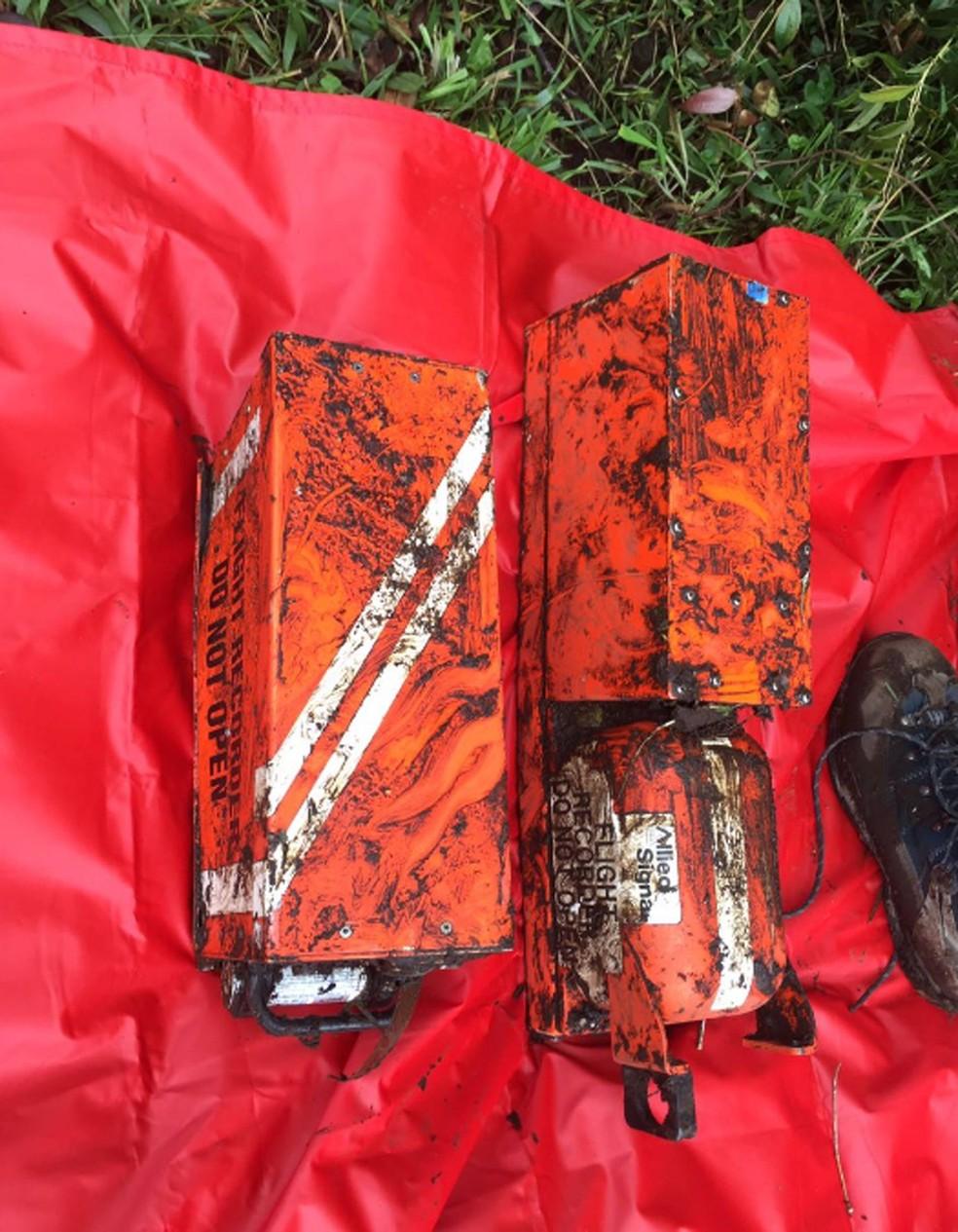 Caixas-pretas do avião que levava a Chapecoense (Foto: Reprodução/Twitter/Aeronautica Civil)