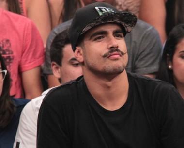 Caio Castro lembra primeiro amor: 'Um beijo por ano' (Marcos Mazini/Gshow)