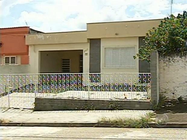 responsabilizar pela limpeza das casas que forem encontradas fechadas