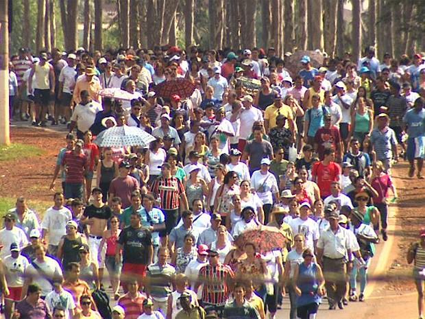 Romeiros em RIbeirão Preto celebram o dia de Nossa Senhora Aparecida (Foto: Sebastião Elias/EPTV)