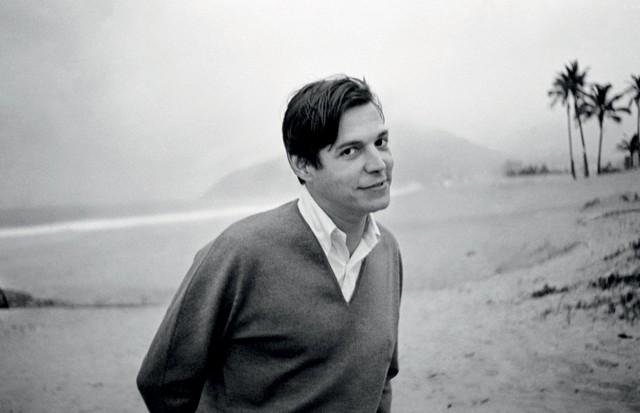 TomJobimem Ipanema, em meados dos anos 60 (Foto: Instituto Moreira Salles/Divulgação)