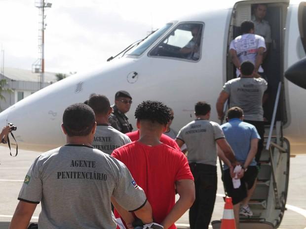 Presos foram transferidos na manhã deste sábado (20) (Foto: Divulgação/Gilson Teixeira)