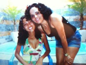 A estudante Amanda Santana e a mãe Conceição (Foto: Isabela Marinho/ G1)