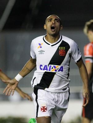 Junior Dutra gol Vasco x Joinville (Foto: Agência Estado)