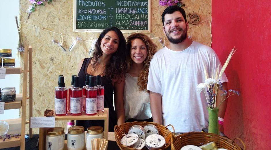 Natália Gori, Fernanda Benvenuti e Pedro Benvenuti, da Orghaniq (Foto: Vitória Batistoti)
