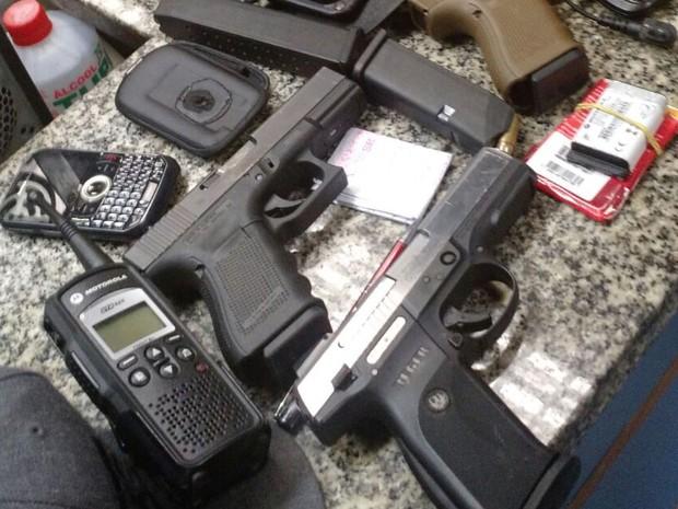 Material encontrado com suspeitos no Borel foi levado para delegacia (Foto: Divulgação/Polícia Militar)