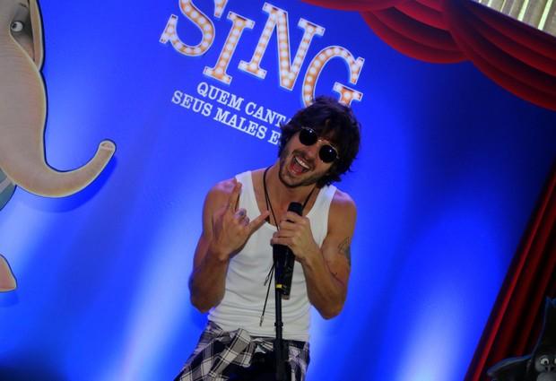 Fiuk solta a voz em pré-estreia de filme no Rio (Foto: Fabio Moreno/Agnews)