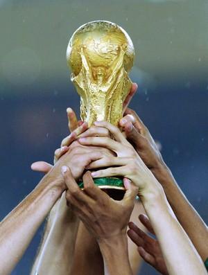 taça brasil alemanha copa do mundo 2002 (Foto: Agência Getty Images)