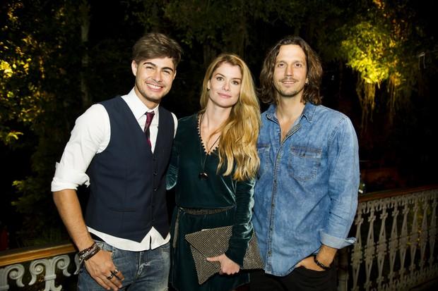 Léo (Rafael Vitti), Diana (Alinne Moraes) e Gui (Vladimir Brichta) em Rock Story (Foto: Globo/César Alves)