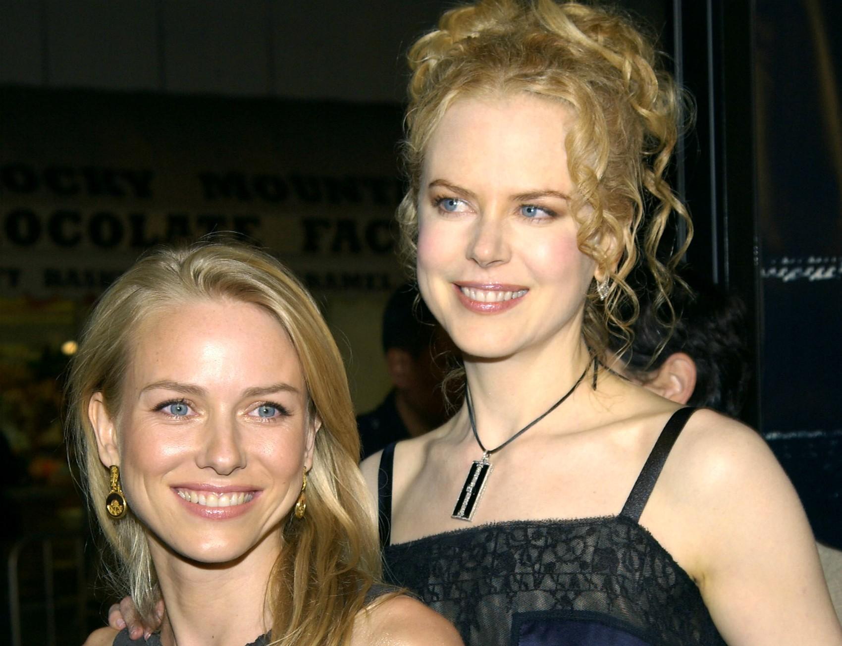 As atrizes Naomi Watts (à esq.; nascida na Inglaterra) e Nicole Kidman (nascida nos EUA) fizeram o ensino médio juntas na Austrália, e são grandes amigas desde aquela época. Isso significa que se conhecem há cerca de três décadas. (Foto: Getty Images)