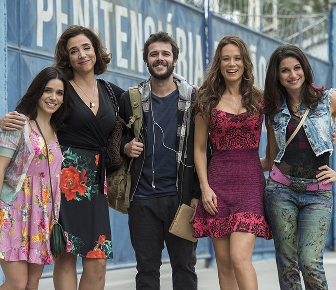 Nos bastidores das gravações, a família Rigoni Di Marino posa junta pela primeira vez  (Foto: Estevam Avellar/Globo)