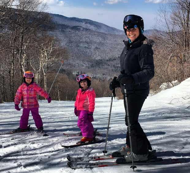 Na neve com as meninas (Foto: Reprodução/Instagram)