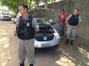 Veículo foi encontrado na manhã desta quarta-feira, após denúncia anônima (Foto: Walter Paparazzo/G1)