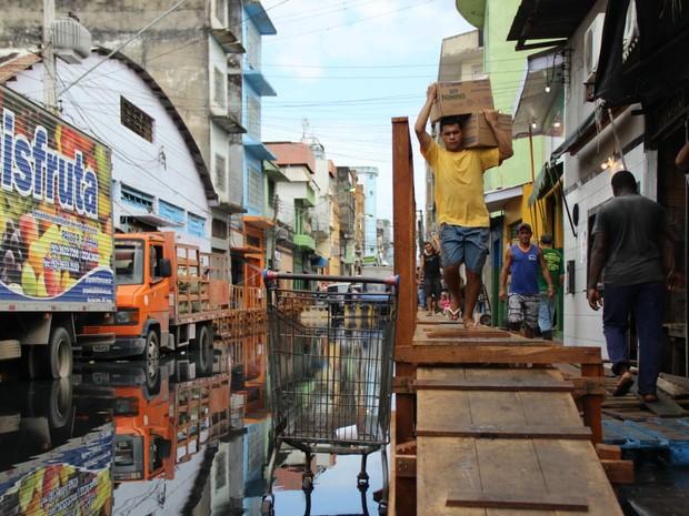 Rua dos Barés, no Centro de Manaus, nesta sexta-feira  (Foto: Adneison Severiano/G1 AM)