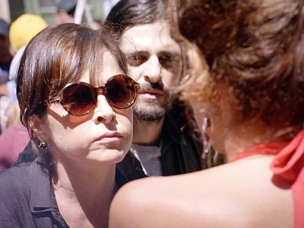 Cora perde a paciência e parte para cima de Lorraine (Foto: TV Globo)