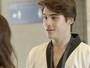 Rodrigo procura Luciana e questiona ausência de Pedro