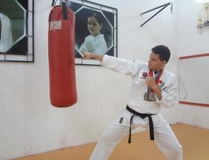 Carateca paraense Manoel Junior treinando (Foto: GLOBOESPORTE.COM/PA)