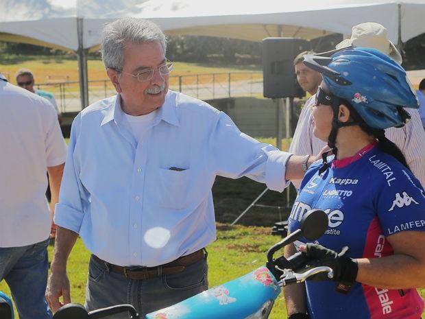 Durante a inauguração, Pannunzio conversou com a população e andou de bicicleta (Foto: Bruno Corrá)