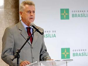 O governador do DF, Rodrigo Rollemberg, durante posse do secretário Joe Valle (Foto: Toninho Tavares/Agência Brasília)