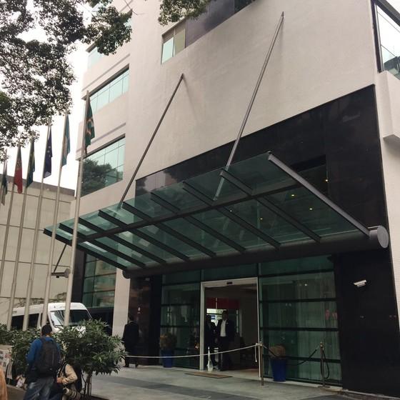 Hotel em Curitiba onde comitiva do PT está hospedada (Foto: Luís Lima)
