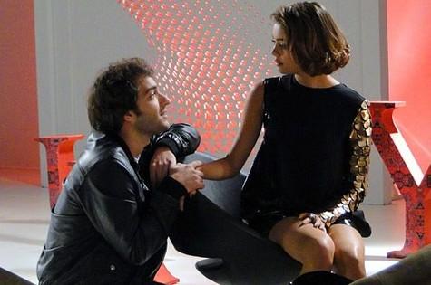 Fabinho (Humberto Carrão) e Amora (Sophie Charlotte) (Foto: TV Globo)