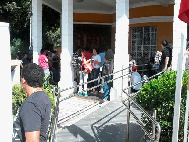 Câmara Municipal de Natal está fechada com tapumes (Foto: Murilo Meireles/G1)