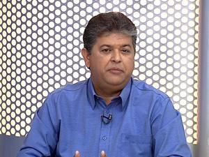 Josimar Salles, candidato a prefeito de Três Rios, participa de entrevista no RJTV (Foto: Reprodução/TV Rio Sul)