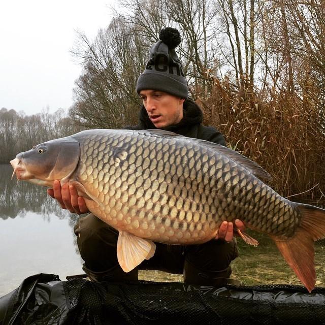 Mark Noble mostra sucesso na pescaria