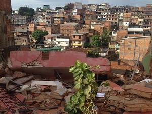 Prédio desmorona em Salvador. (Foto: Pedro Sento Sé/Tv Bahia )