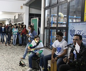 Ação contou com a participação de músicos (Foto: Divulgação)