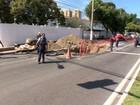 Obra da Cesan em Vitória deixa trecho da Reta da Penha interditado