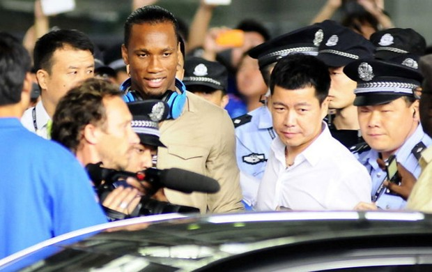 Drogba, shanghai shenhua, Torcedores (Foto: Reprodu&#231;&#227;o / Sina.com)