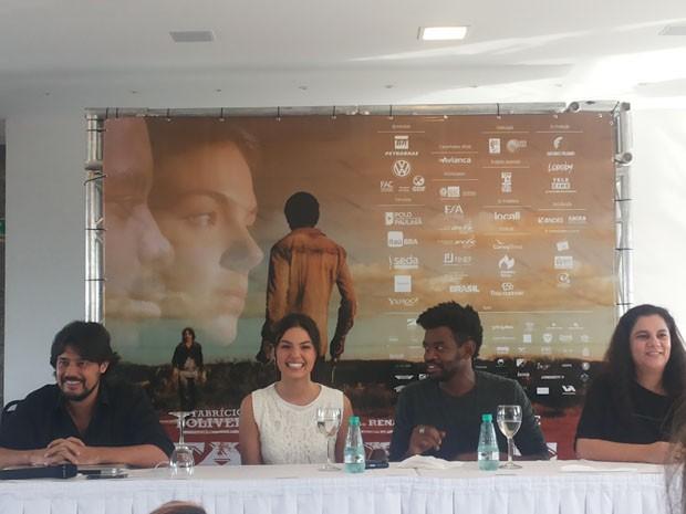 """Diretor, produtora e atores do filme """"Faroeste caboclo"""" participam de entrevista em Brasília, nesta terça-feira (14) (Foto: Isabella Formiga/G1)"""