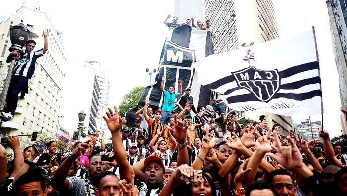 festa Atlético-MG torcida nas ruas (Foto: Marcos Ribolli / Globoesporte.com)