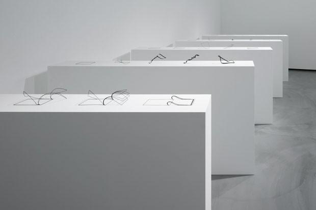 Esculturas feitas com impressoras 3D imitam linhas que escaparam do papel (Foto: Divulgação)