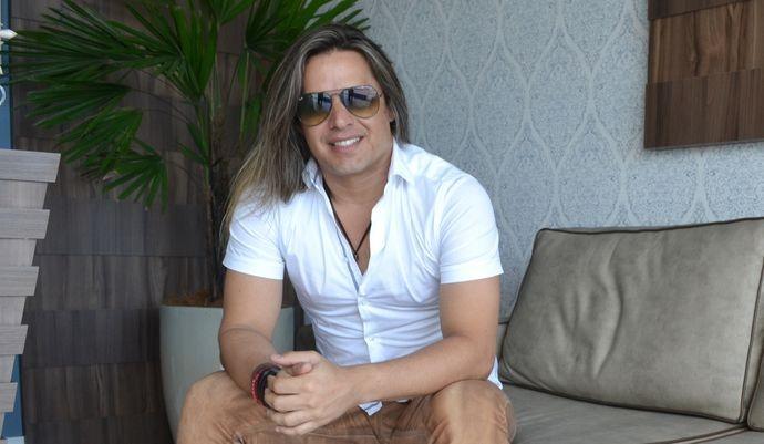 O vocalista Marlus Viana dará voz à música A Dona do Barraco (Foto: Divulgação / TV Sergipe)