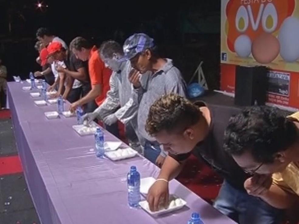 Concurso de comedor de ovos é uma das atrações do evento  (Foto: Arquivo / Reprodução/TV TEM )